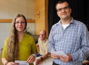 Lara Schulze erhält einen Ratingpreis von Jörg Witthaus (in der Mitte Ratinggewinner Torsten Gans)