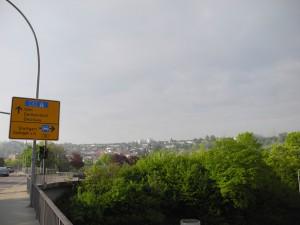 Luftlinie 500 m links bis zum Spiellokal in Deizisau